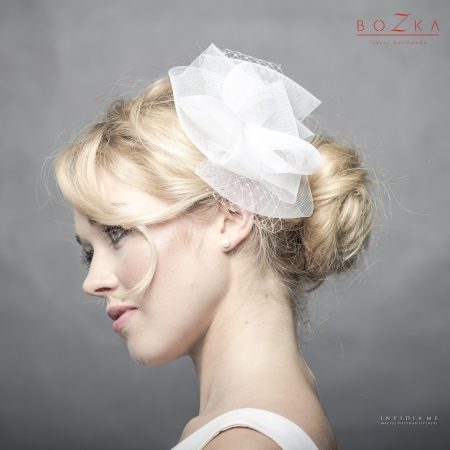 Delicate bridal hairpiece...