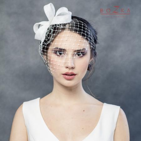 Creamy bridal bow with veil