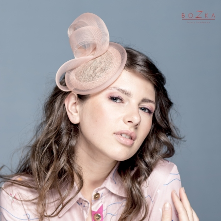 Mini nude cocktail hat.