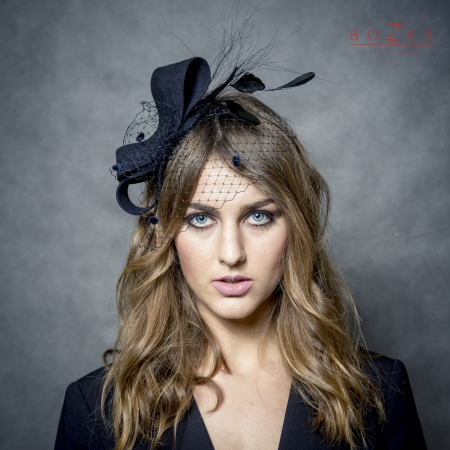 Black head bow fascinator.