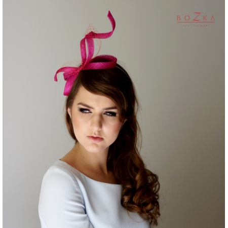 Twisted fascinator in...