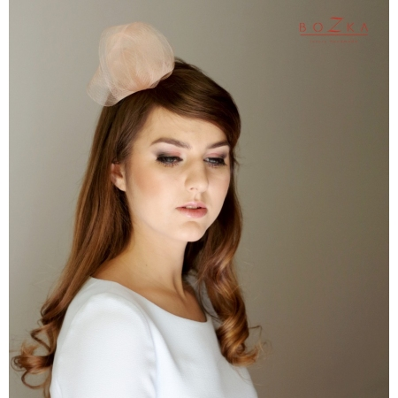 Small peach fascinator