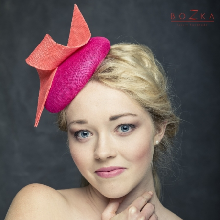 Pill box hat in fuchsia and...