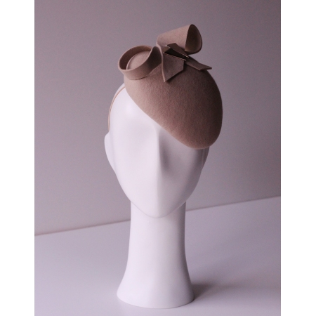 Oval percher hat with bow...