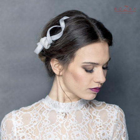 Bridal curly fascinator comb.