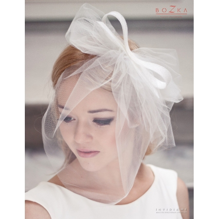 Tulle bridal veil with bow