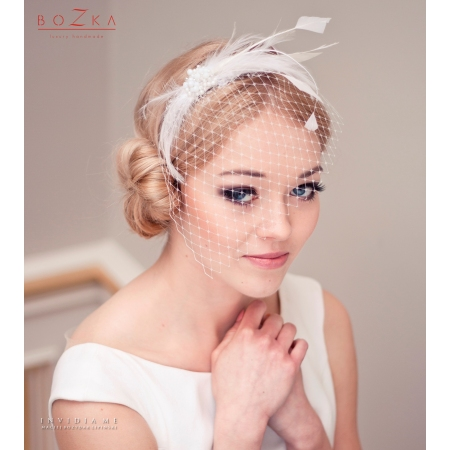 Bridal veil with feathers...