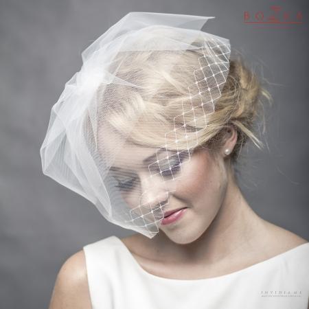 Short blusher veil