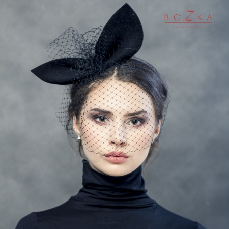 Crazy bow with veil