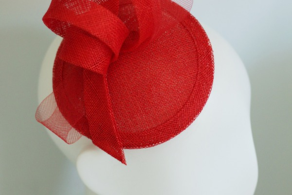 Red mini hat for the groom's mother